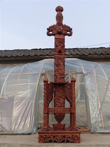 世界上最长的手工雕刻桃木盘龙宝剑