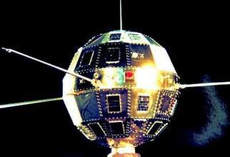 中国第一颗人造卫星发射时间和地点