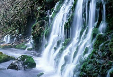 世界上最大的温泉瀑布