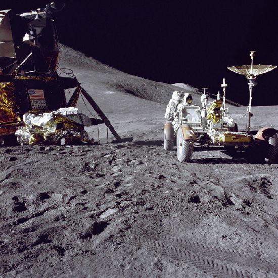 第一艘载人登月飞船