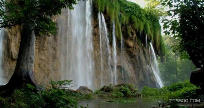 乞拉朋齐的降水主要由于地形造成