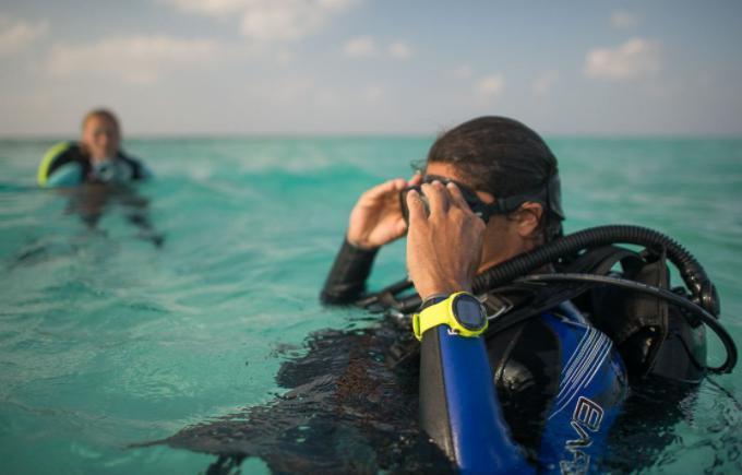 潜水员最深能潜水多少米