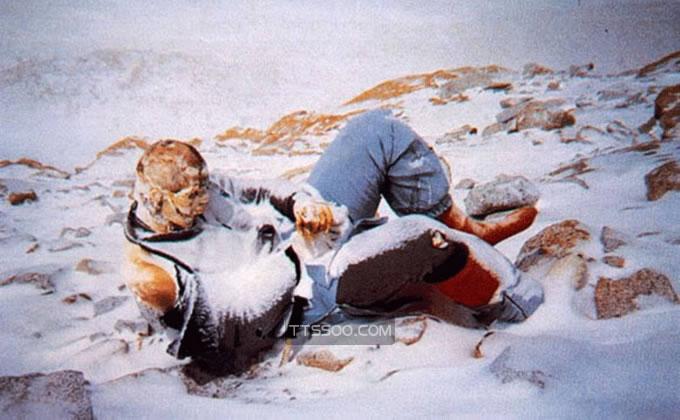 珠穆朗玛峰上有多少死尸