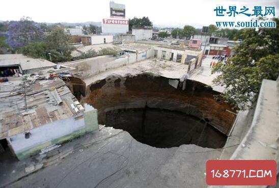 危地马拉天坑深达百米,市中心塌陷犹如末日