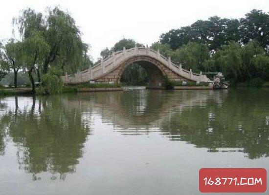 古代很多诗人笔下的二十四桥 目前已经是非常火的旅游景点