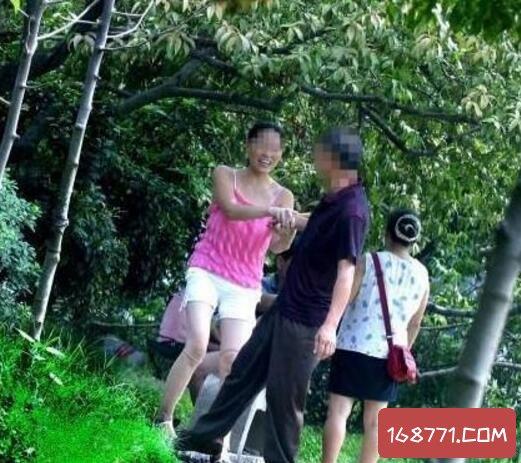 公园惊现老头乐涉黄服务,哈尔滨老头乐仅10元一次