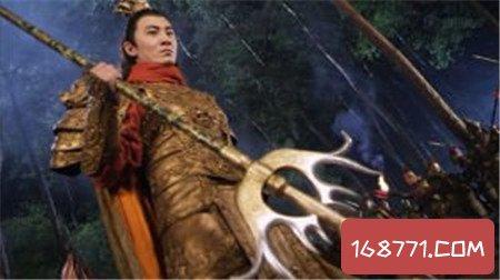 凤翅镏金镗为宇文成都报了仇 李元霸于凤翅镏金镗有什么关系