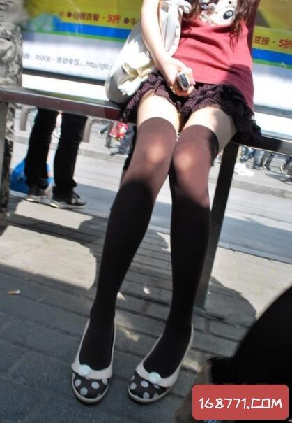 街拍超短裙美女图片,一大波超短裙美女来袭(喷鼻血)