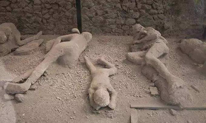 庞贝古城图片:被火山灰掩埋的人们