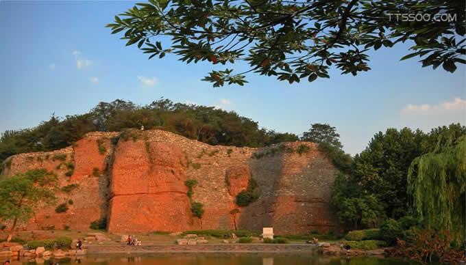 石头城是对我国哪座城市的美称