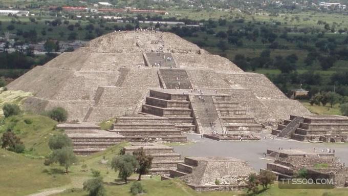 月亮金字塔在哪个国家