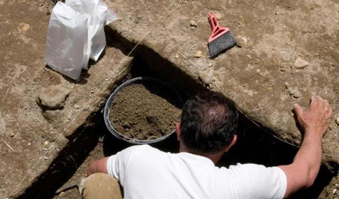 考古学家是如何确定文物年代的?