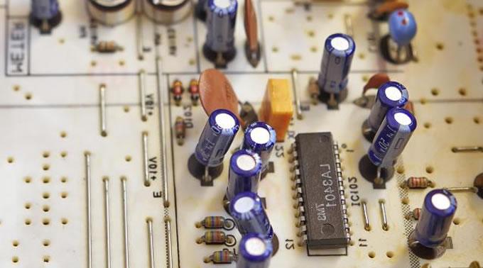 欧姆定律是什么?解释了电如何在电路中正常工作