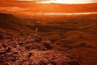"""美国宇航局的""""洞察""""号着陆器探测到来自火星的奇怪""""嗡嗡""""声。"""