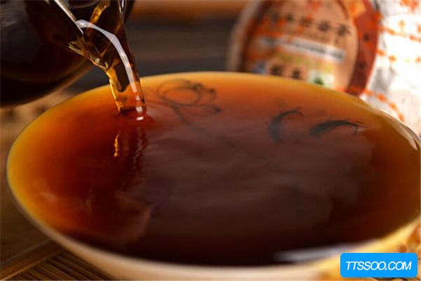 普洱茶和枸杞能一起泡吗 能,适合中老年人(缓解疲劳)