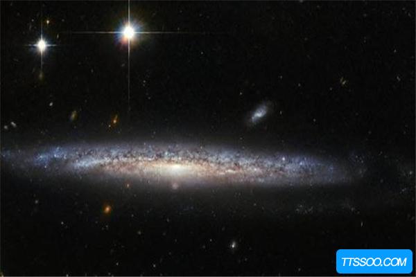 牧夫巨洞是不是黑洞?发光弧长达30万光年(星系坍塌形成)