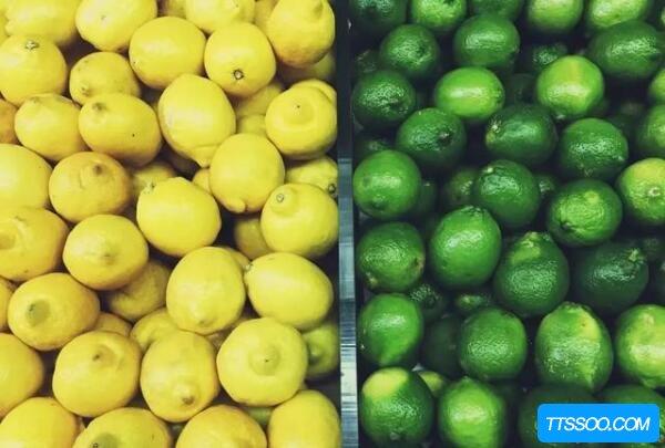 青柠檬和黄柠檬的区别,表皮一个青一个黄(黄柠檬多用于西餐)
