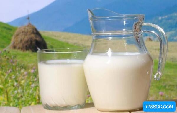 全脂牛奶和脱脂牛奶的区别,含脂肪量不同(肥胖人喝脱脂牛奶)