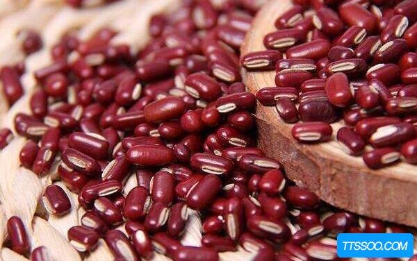 赤小豆和红豆的区别,赤小豆扁扁可入药(红豆圆圆只能吃)