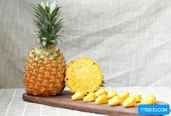 凤梨和菠萝的区别,学会三招轻松区分(吃一口生涩的是菠萝)