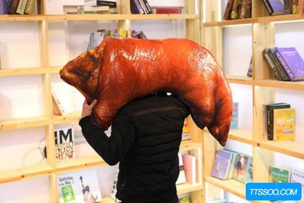 大猪蹄子是什么意思,形容直男不解风情(男人都是大猪蹄子)