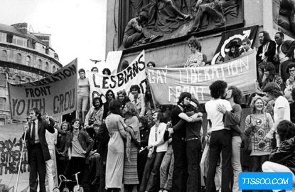 美国石墙事件,让同性恋合法化(与朱蒂嘉兰的死有关)