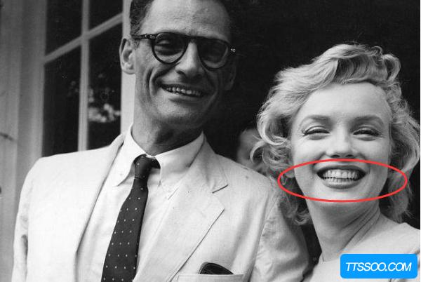 梦露真的没有牙齿吗?30岁开始用假牙(死前受过虐待)